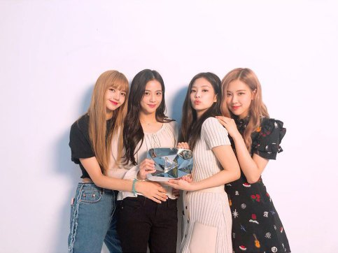 BLACKPINK-YouTube-Diamond-Play-Button-award