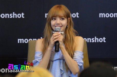 Day 1 BLACKPINK Lisa moonshot fansign event Bangkok Thailand 31