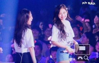 Jisoo-Jennie-BLACKPINK-Japan-Arena-Tour-17-August-2018-Day-4-Fukuoka-2