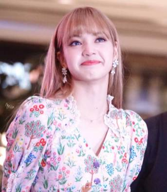 cover-BLACKPINK-LISA-moonshot-central-world-fansign-event-bangkok-thailand-163
