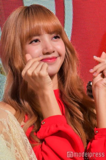 BLACKPINK Lisa KitKat 45th Anniversary