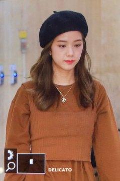 10-BLACKPINK-Jisoo-Airport-Photo-Gimpo-19-September-2018-hat