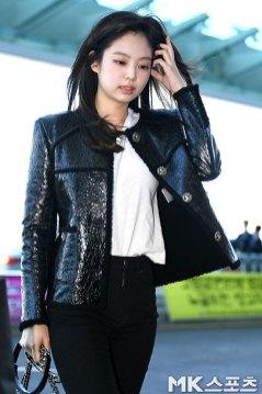 105-BLACKPINK-Jennie-Airport-Photos-Incheon-to-France-Paris-Fashion-Week