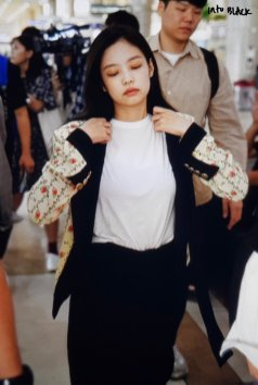 11-BLACKPINK Jennie Airport Photo 17 September 2018 Gimpo to Japan