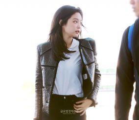 11-BLACKPINK Jennie Airport Photos Incheon to France Paris Fashion Week
