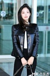 110-BLACKPINK-Jennie-Airport-Photos-Incheon-to-France-Paris-Fashion-Week
