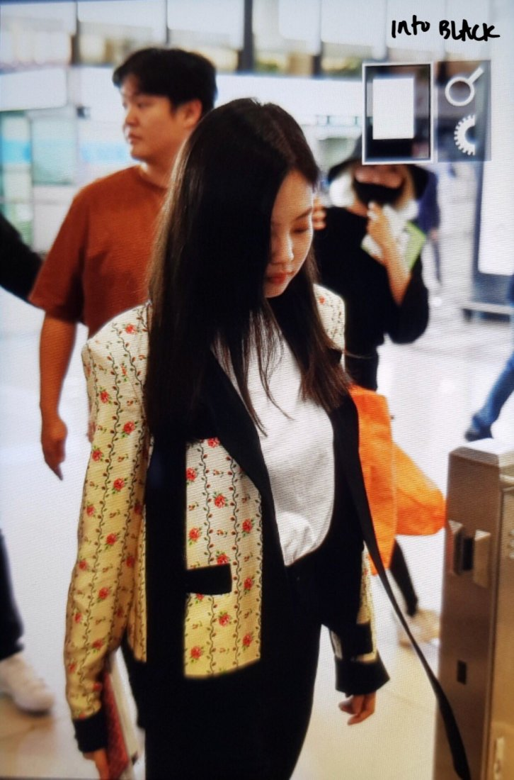 12-BLACKPINK Jennie Airport Photo 17 September 2018 Gimpo to Japan