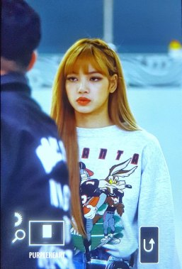 13-BLACKPINK-Lisa-Airport-Photo-Gimpo-19-September-2018