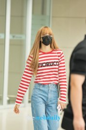 15-BLACKPINK Lisa Airport Photo Incheon Seoul From New York