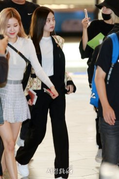 17-BLACKPINK Jennie Airport Photo 17 September 2018 Gimpo to Japan