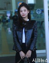 17-BLACKPINK-Jennie-Airport-Photos-Incheon-to-France-Paris-Fashion-Week