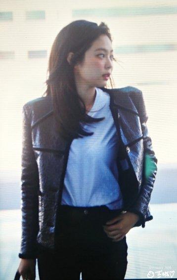 17-BLACKPINK Jennie Airport Photos Incheon to Paris Fashion Week