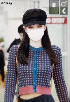 18-BLACKPINK-Jennie-Airport-Photo-Gimpo-19-September-2018-hat