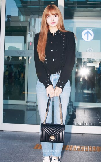 19-BLACKPINK Lisa Airport Photo Incheon New York Fashion Week
