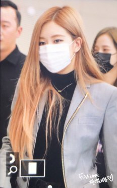 19-BLACKPINK-Rose-Airport-Photo-Incheon-Seoul-From-New-York