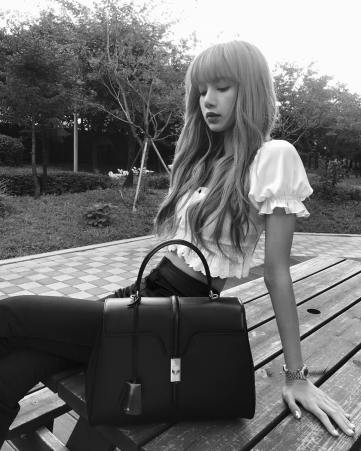 2-BLACKPINK Lisa Instagram Photo Celine Handbag