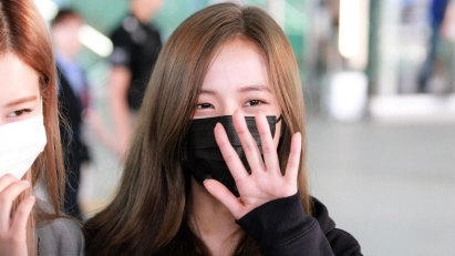 20-BLACKPINK-Jisoo-Airport-Photo-Incheon-Seoul-From-New-York