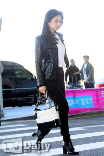 22-BLACKPINK-Jennie-Airport-Photos-Incheon-to-France-Paris-Fashion-Week