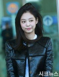 25-BLACKPINK-Jennie-Airport-Photos-Incheon-to-France-Paris-Fashion-Week