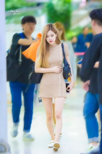 26-BLACKPINK-Rose-Airport-Photo-Gimpo-19-September-2018