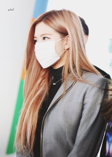 26-BLACKPINK Rose Airport Photo Incheon Seoul From New York