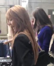 3-BLACKPINK Lisa JFK Airport Photo New York City