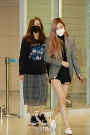 3-BLACKPINK-Rose-Airport-Photo-Incheon-Seoul-From-New-York