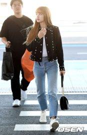 30-BLACKPINK Lisa Airport Photo Incheon New York Fashion Week