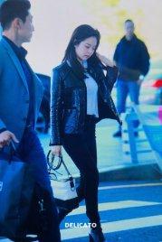 31-BLACKPINK Jennie Airport Photos Incheon to Paris Fashion Week