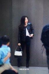 38-BLACKPINK Jennie Airport Photos Incheon to Paris Fashion Week