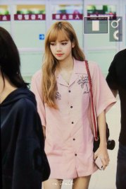 4-BLACKPINK-Lisa-Airport-Photo-31-August-2018-Gimpo