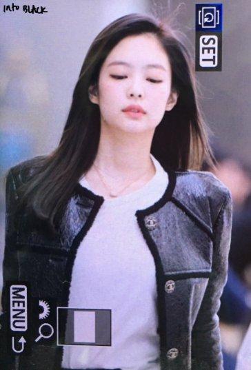 42-BLACKPINK Jennie Airport Photos Incheon to Paris Fashion Week