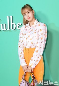 59 BLACKPINK Lisa Mulberry Seoul Event 6 September 2018