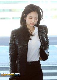 70-BLACKPINK-Jennie-Airport-Photos-Incheon-to-France-Paris-Fashion-Week