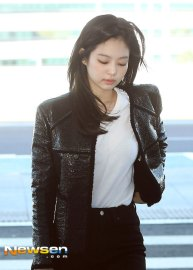 71-BLACKPINK-Jennie-Airport-Photos-Incheon-to-France-Paris-Fashion-Week