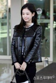 79-BLACKPINK-Jennie-Airport-Photos-Incheon-to-France-Paris-Fashion-Week