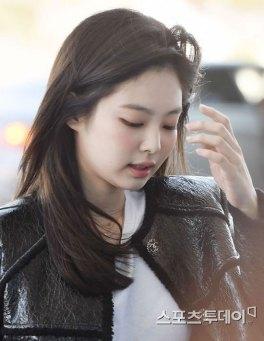 89-BLACKPINK-Jennie-Airport-Photos-Incheon-to-France-Paris-Fashion-Week