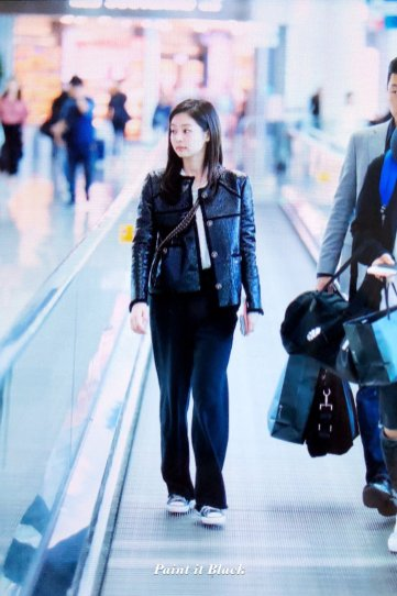 99-BLACKPINK Jennie Airport Photos Incheon to Paris Fashion Week