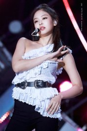 10-HQ-BLACKPINK-Jennie-BBQ-SBS-Super-Concert-2018