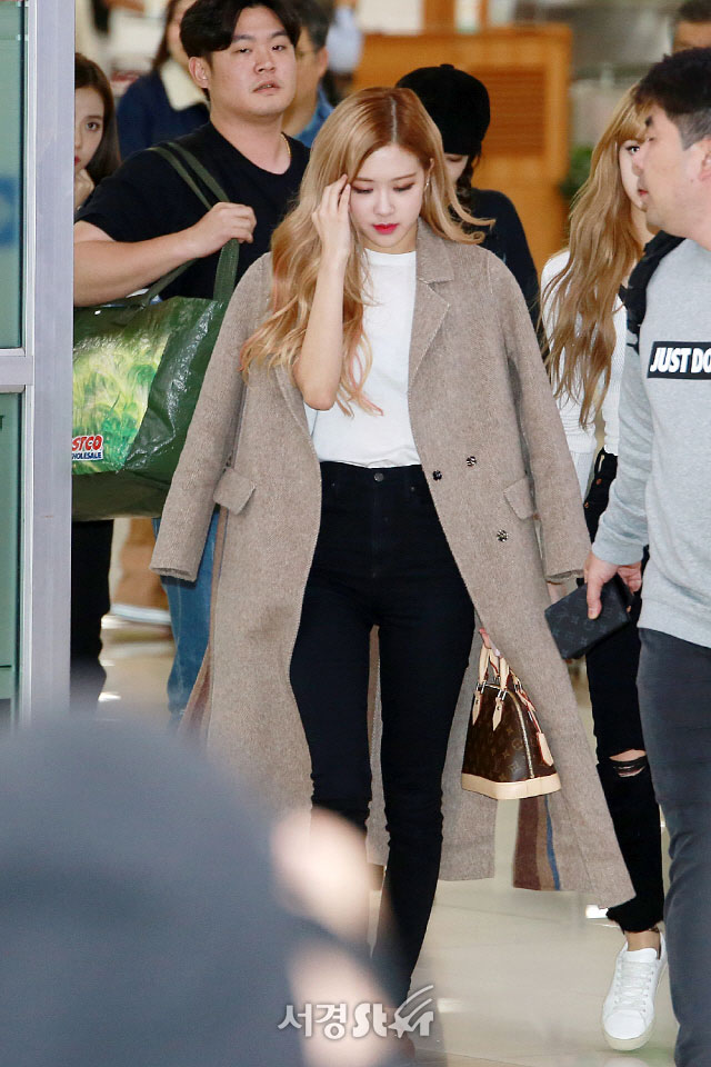 12-BLACKPINK-Airport-Photo-10-October-2018-From-Japan