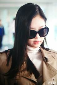 12-BLACKPINK-Jennie-Airport-Photo-4-October-2018-from-Paris