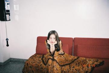 13-Behind The Scene BLACKPINK Jisoo Rose Vogue Korea November Issue