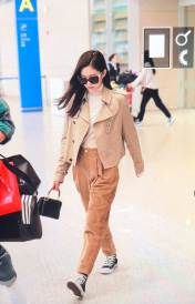 14-BLACKPINK-Jennie-Airport-Photo-4-October-2018-from-Paris