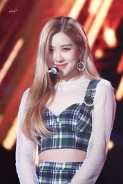 17-HQ-BLACKPINK-Rose-BBQ-SBS-Super-Concert-2018