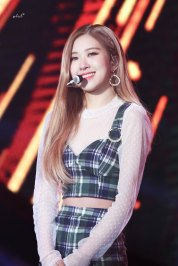 18-HQ-BLACKPINK-Rose-BBQ-SBS-Super-Concert-2018