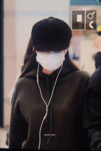 2-BLACKPINK-Jennie-Airport-Photos-Incheon-7-October-2018
