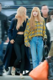 2-BLACKPINK-Rose-Airport-Photos-Incheon-5-October-2018