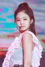 2-HQ-BLACKPINK-Jennie-BBQ-SBS-Super-Concert-2018