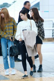 21-BLACKPINK-Jennie-Airport-Photos-Incheon-5-October-2018