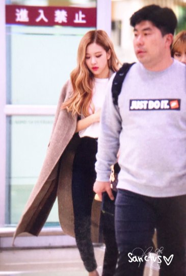 22-BLACKPINK-Rose-Airport-Photo-10-October-2018-From-Japan